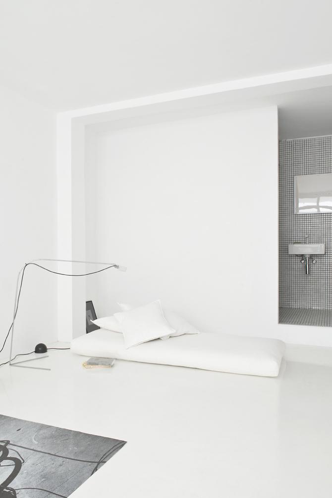 blanco, minimalista, suelo microcemento, chill out, dekoloop